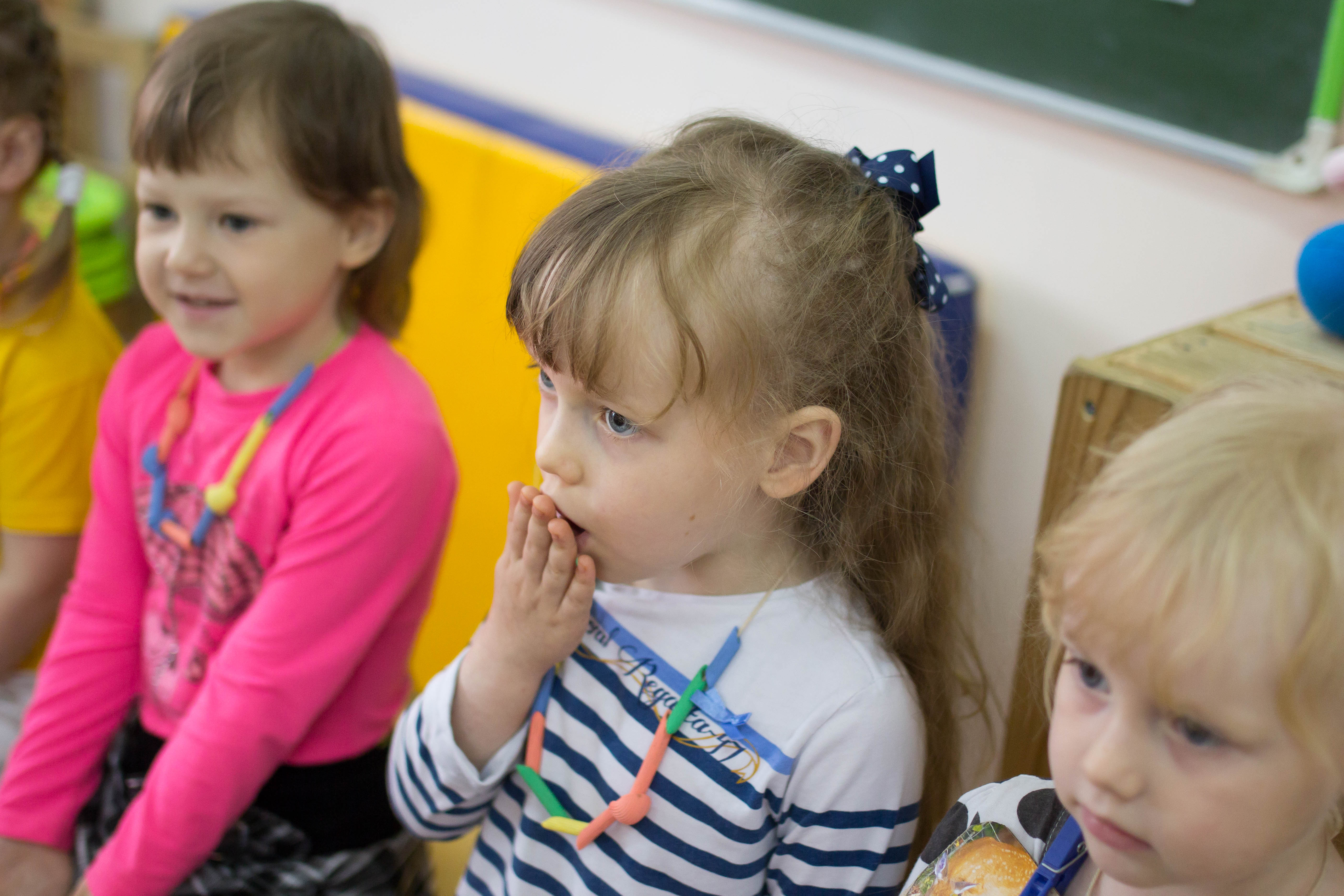 Фото детей с логопедом